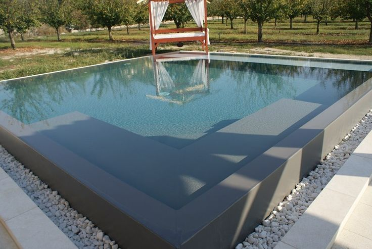 Construction piscine carr e lagnes effet miroir for Constructor piscinas