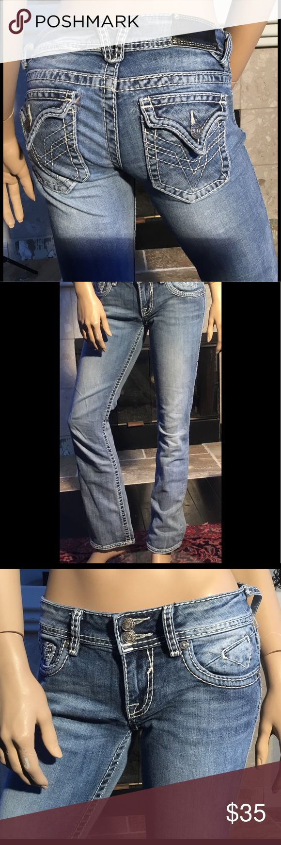 """VIGOSS """"THE NEW YORKER"""" STRAIGHT LEG JEAN SZ 26 VIGOSS """"THE NEW YORKER"""" Straight Leg Jean Women's Jeans Size 26 Inseam 31 Rise 7"""" Waist 15 Factory Distressed In Great Shape with no rips, tears or stains Hems show a little wear but does not take away from these jeans. See photos. Comes from a smoke free home Vigoss Jeans Straight Leg"""
