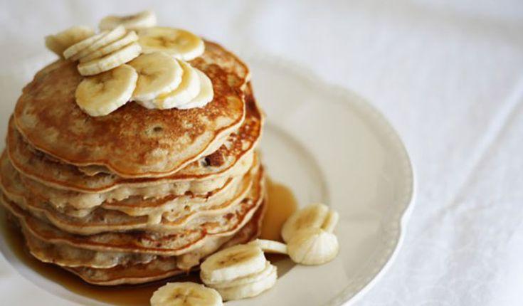 Sadece 3 malzeme gerektiren bu hafif ve doyurucu pankek ile hem lezzetli hem de sağlıklı bir kahvaltı yapabilirsiniz. Gerekli Malzemeler : 1 muz 2 yumurta 2 yemek kaşığı chia tohumu 1 tatlı kaşığı kabartma tozu