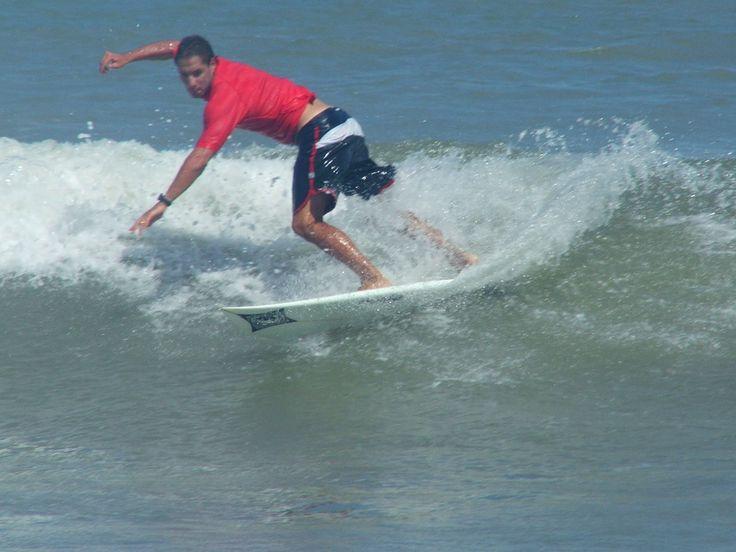 Arenas Verdes, las playas de Loberia, son un lugar ideal el surf....desde pequeñas hasta grandes olas vas a encontrar en estas playas. A la salida, paradores y amigos para compartir las experiencias de cada ola.