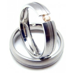 anillo de boda de acero y circonita / steel wedding ring and zirconia $67