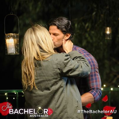 Anna and Tim finally lock lips! Watch: http://tenplay.com.au/channel-ten/the-bachelor/extra/season-1/the-secret-kiss