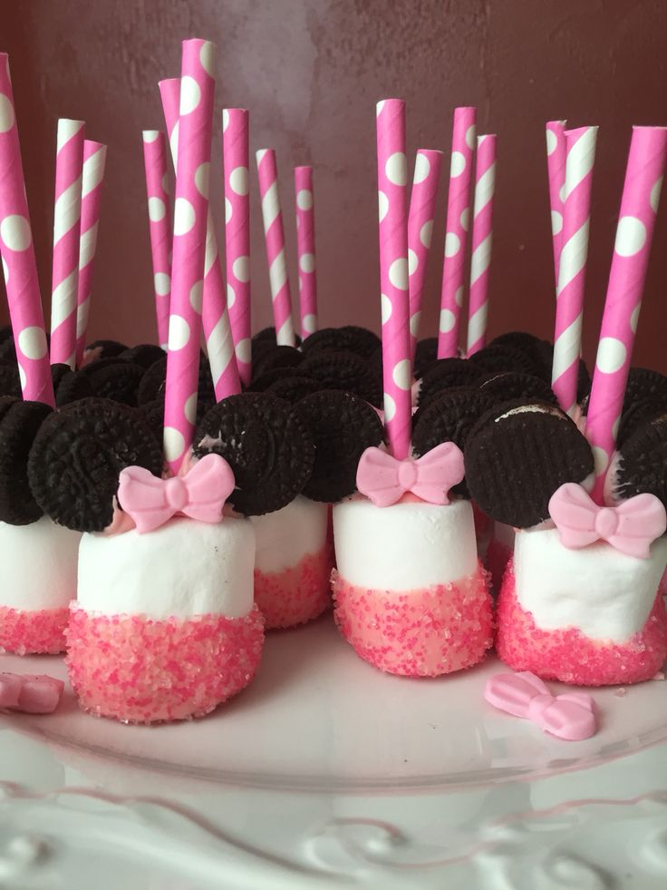 Minnie Mouse marshmallow pops with mini Oreo cookies (by Andrea)