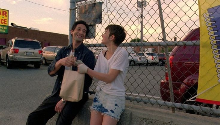Adrien Brody in una scena del film Detachment - Il distacco con Sami Gayle