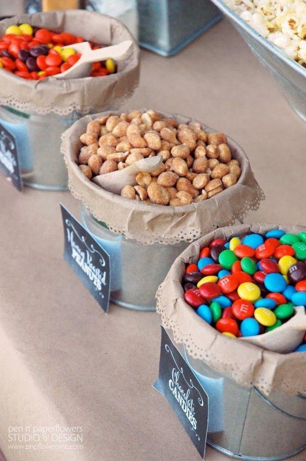 Snacks que sin duda alguna debes tener en tu boda. Dulces en bolsas de papel.