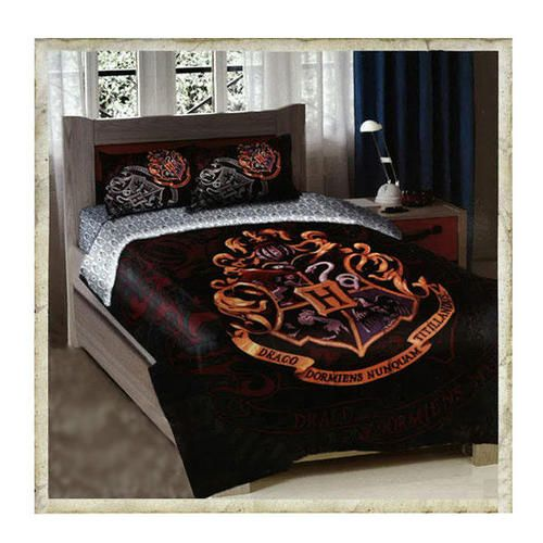"""This is sooo cool!! -- Hogwarts Crest Twin/Full Size Comforter Bedding Set  """"Harry Potter fans, you'll get a great night's sleep under this comforter set featuring the Hogwarts crest!"""""""