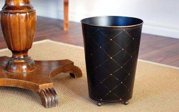 Papperskorg med små mässingsfötter. Wastebasket. www.longcoastliving.se