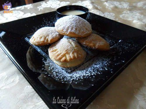 Biscotti morbidi ripieni di crema al limone