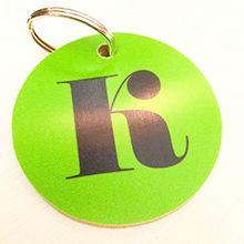 Rolig detalj att sätta på väskan eller nycklarna. Nyckelringar finns i bokstäverna A-Ö