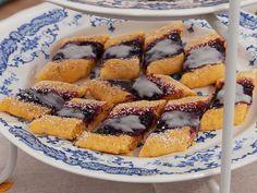 Gotlandskakor med saffran, mandel och salmbärssylt   Recept.nu