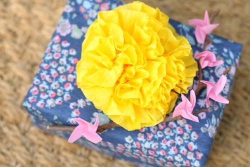 DIY Crepe Paper Flowers : DIY Simple Crepe Paper Flower Pin