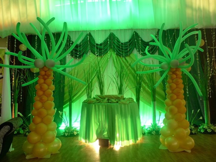 Jungle decor balloon trees jungle and safari theme for Table design jungle