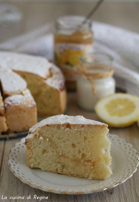 Torta al latte di mandorla e crema di limone si scioglie in bocca, senza latticini, a base di latte di mandorle e arricchita da crema al limone