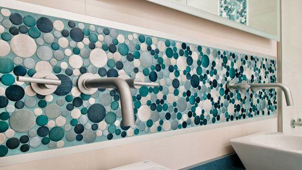 229 melhores imagens sobre ba os no pinterest banheiros for Revestimiento de banos con guardas