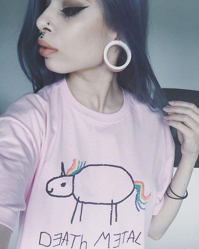 WEBSTA @ lara.sliver - Der Moment, wenn dein Shirt cooler ist als du selbst