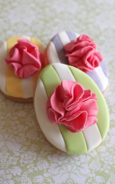 Large Ruffle Easter egg cookies~cute decorating inspiration