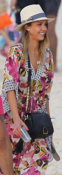 Who made  Jessica Albas black leather handbag and print kaftan dress?