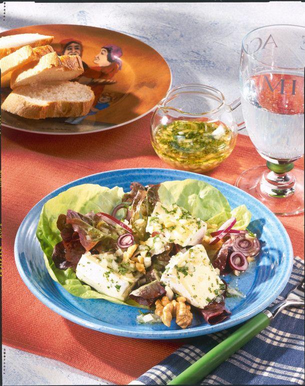 Unser beliebtes Rezept für Marinierter Käse mit Salat und mehr als 55.000 weitere kostenlose Rezepte auf LECKER.de.