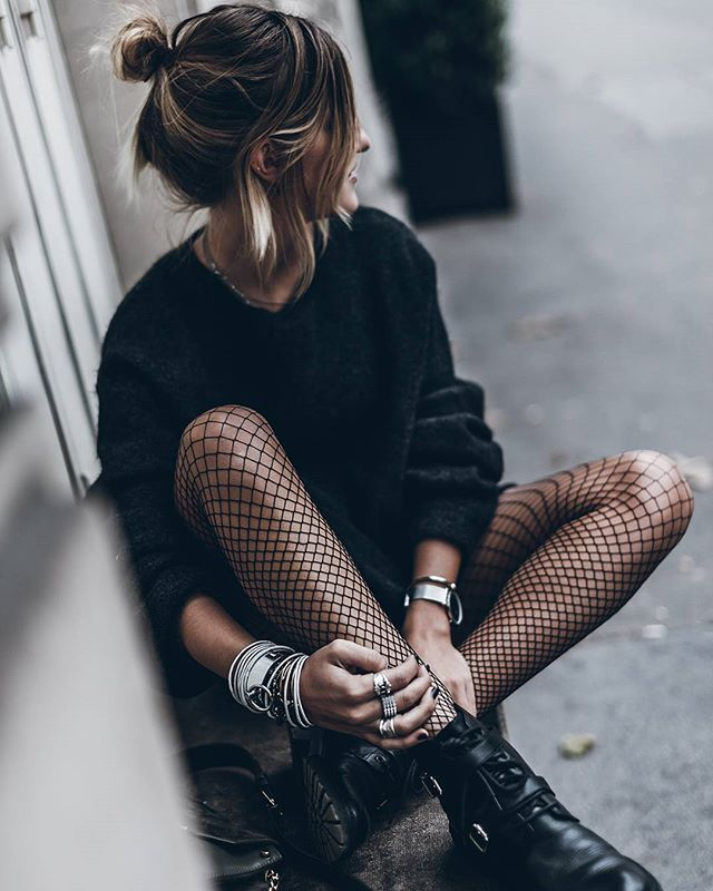 Fishnet Warm enough for bare legs   WEBSTA - Instagram Analytics Collant résille et gros pull