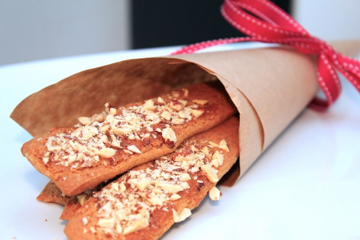 Brune Pinner: traditional Norwegian Christmas cookies. Easy to make and even easier to eat.
