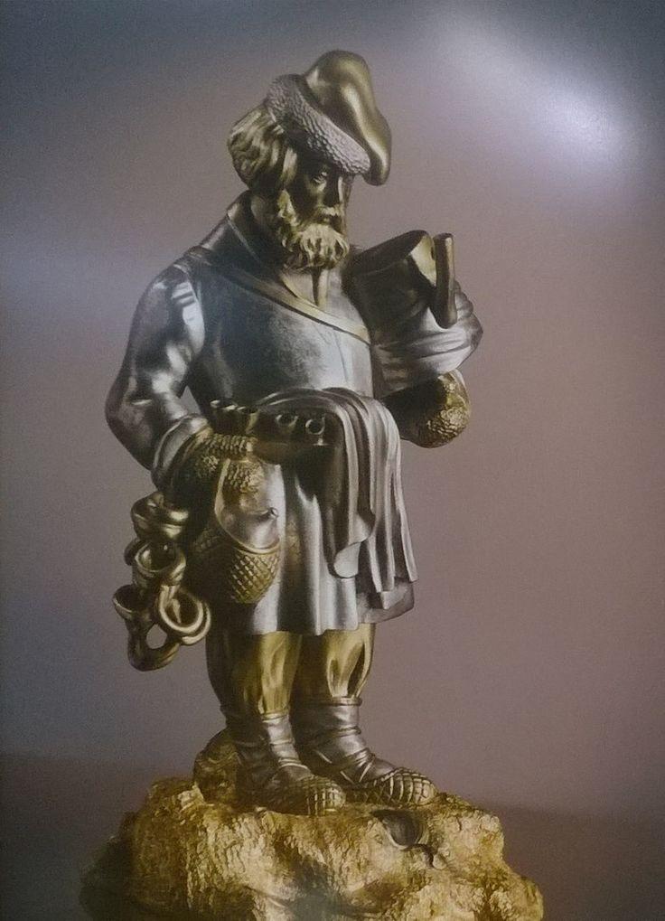 """Статуэтка """"Продавец сбитня""""  Россия, 1860-1870-е гг.  Бронза, литьё, чеканка, золочение, серебрение  19,0 х 9,5 х 12,0"""