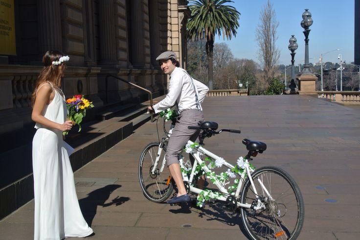 Nuestra #boda #weddingideas #wedding #vintagewedding #justmarried #couple #bike #danielygia #hackeatuvida