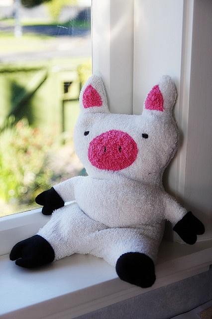 Piggie wheatie warmer by Hazelnutgirl, via Flickr