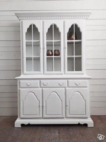 Design av VillaAntik  02421 Utsmyckat vitrinskåp H: 193cm B: 130cm D: 48cm Pris: 8200:-  Relevanta sökord: vitrinskåp, serveringsskåp, skåp  Kombinera gärna denna möbel med våra andra möbler i stil med vintage, allmoge, lantligt, romantiskt skandinav...