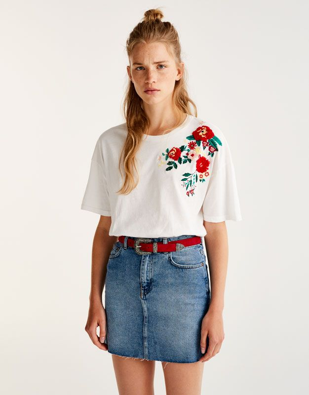 Pull&Bear - woman - new - t-shirt with floral embroidery on shoulders - ice - 09235328-I2017