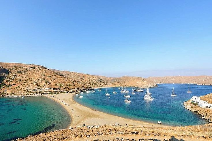 Kythnos island (Κύθνος). The unique Kolona beach with golden sand and crystal-clear water at both of its sides☀️⛱.