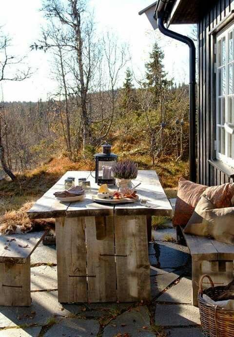 Uma refeição com vista para as montanhas