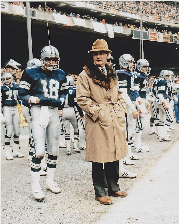 TOM LANDRY  DALLAS COWBOYS   VINTAGE ACTION 8x10