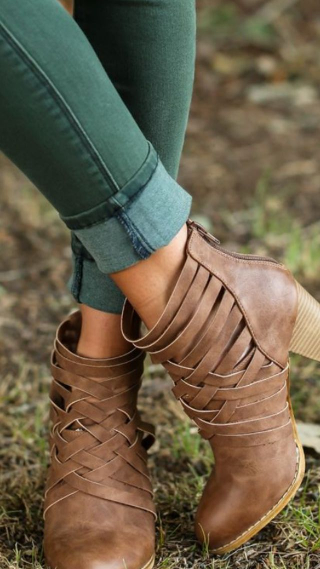 Get your own personal stylist for $20! :) Fall fashion trends, green skinnies and woven booties. color skinny jeans. Stitch Fix Fall Fashion. This post contains affiliate links through which I may be compensated