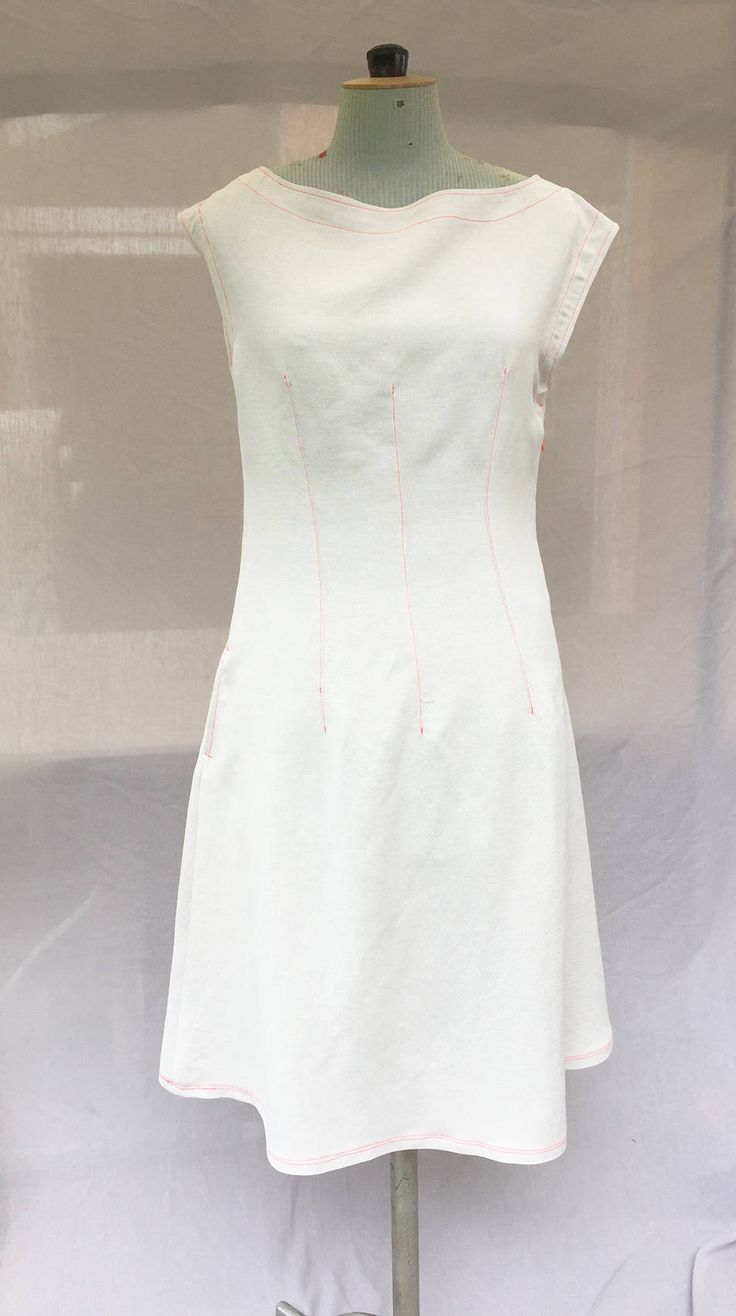 Robe en lin blanc cassé surpiqures oranges fluo - Off white linen  dress de la boutique VLbasics sur Etsy