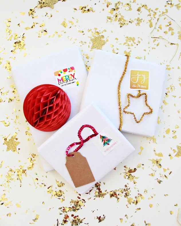 A Bubbly Life: Shutterfly Christmas Cards Perfectly Personal™ || We love this #DIY project using personalized stickers for holiday gifts.