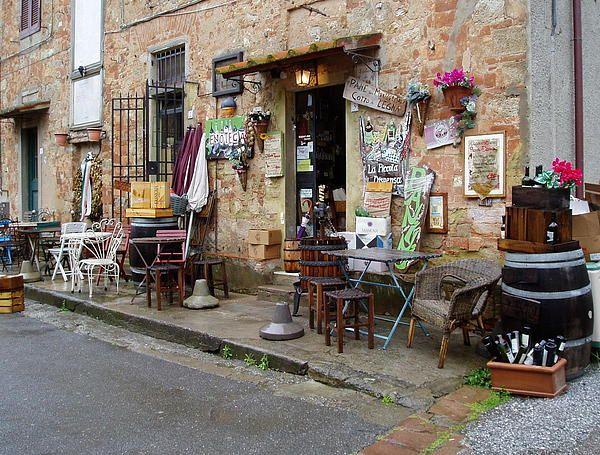 Asmall Wine Shop in Bolgheri