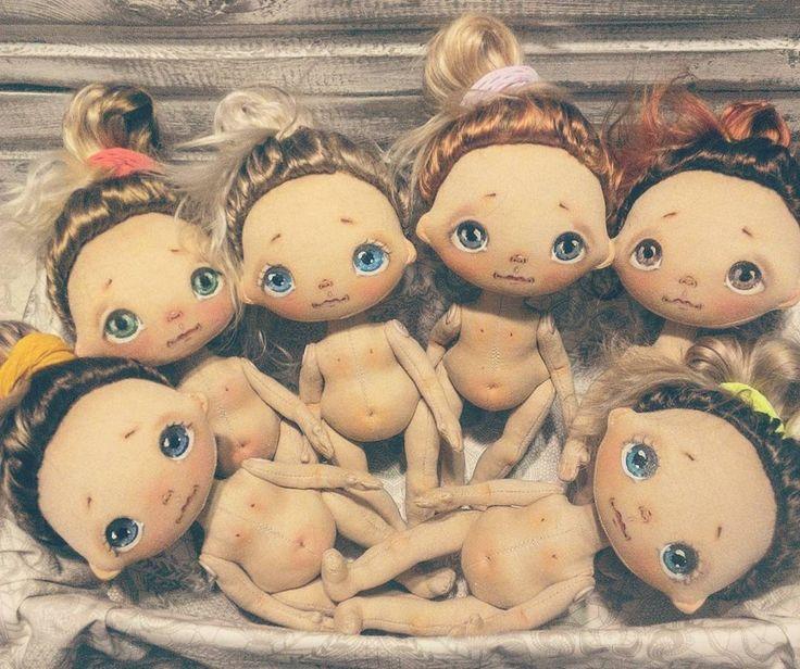 В деревне Гадюкино целый день идёт дооождь😢, надеюсь завтра будет солнечно, тогда распустим гульки и покажемся🌞🌞🌞 #куклыеленывылегжаниной #текстильнаякукла #интерьернаякукла #коллекционнаякукла #кукларучнойработы #кукла #подарок #процесс #вятка #ярмаркамастеров #doll #dollstagram #instadoll #fabricdoll #handmadedoll #мск #спб