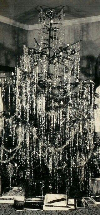 Vintage tensile tree.