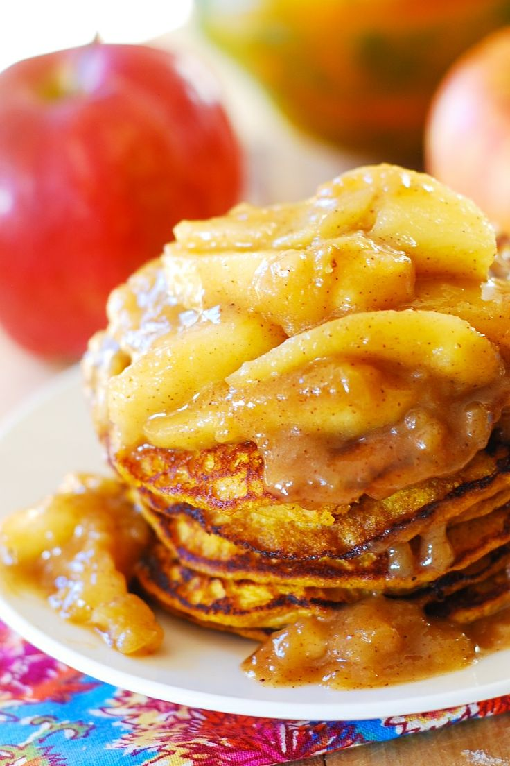 Pumpkin pancakes with spiced apple topping! Perfect Christmas breakfast! JuliasAlbum.com | holiday food and recipes