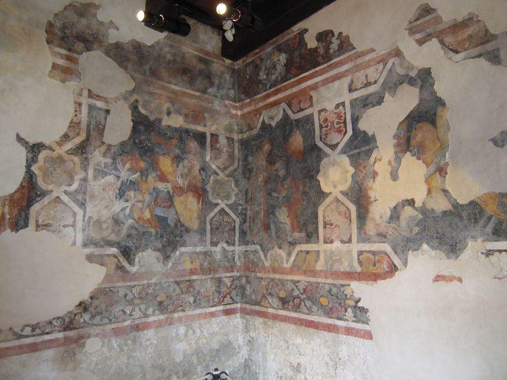 Affreschi profani che rappresentano la vita dell'epoca nel Castello