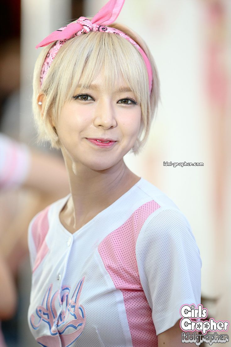Choa from AOA  #streetstyle