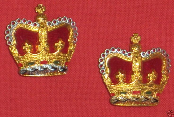 ROYAL CANADIAN NAVY  QUEEN'S CROWN INSIGNIA - PAIR