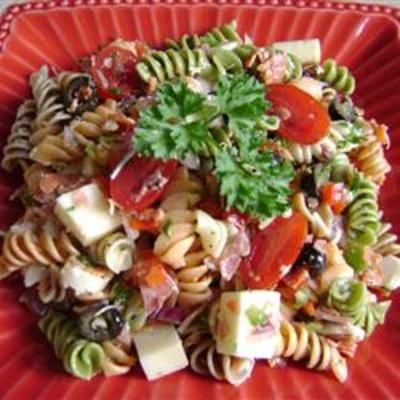 Pasta Salad with Homemade Dressing: Fun Recipes, Dressing Mixture, Pasta Salad, Vegetables, Cheese, Chill, Pepperoni, Simple Dressing