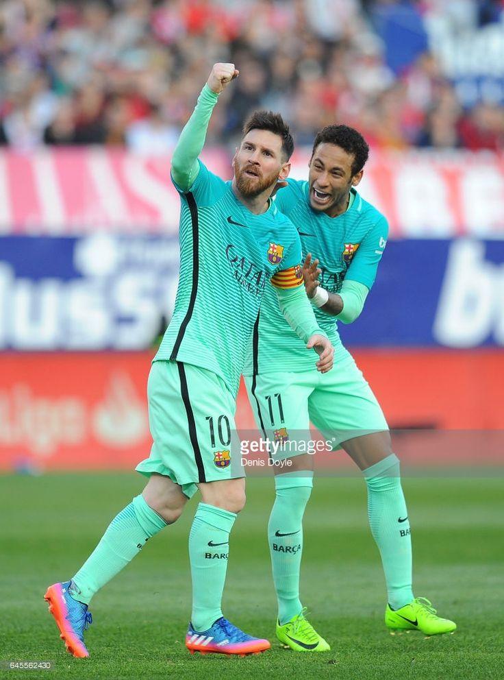 Fotografía de noticias : Lionel Messi of FC Barcelona celebrates with...