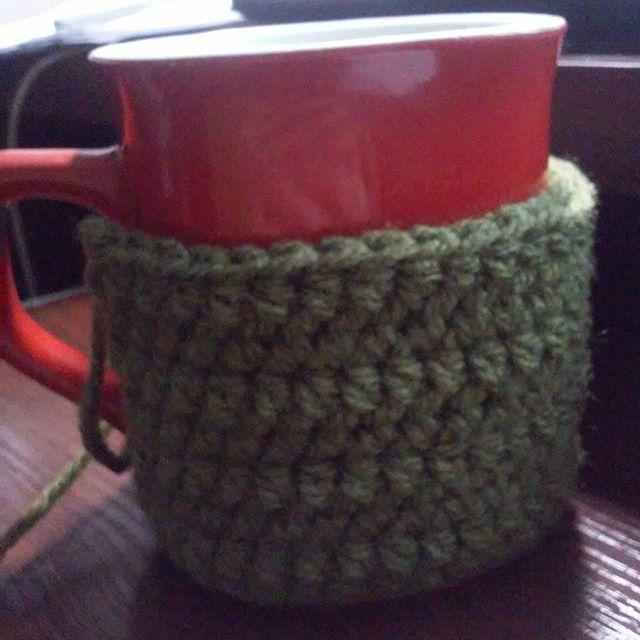 Ocieplacz na kubek  #crochet #workinprogress #szydełko #mugcosy
