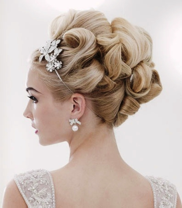 wedding hair pinup styles curly pin up hairstyles wedding hair 5701