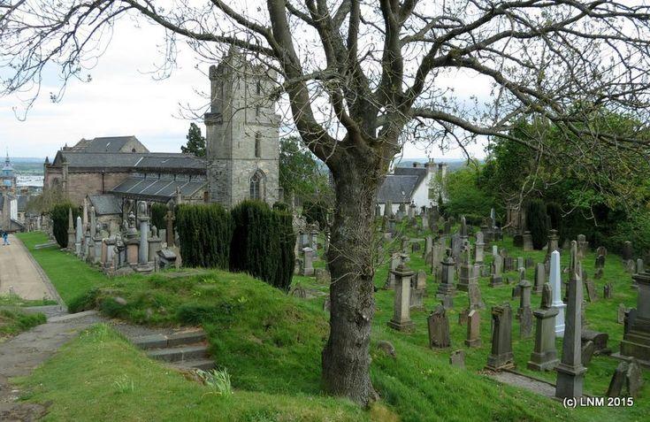 Старое  кладбище  при  церкви.