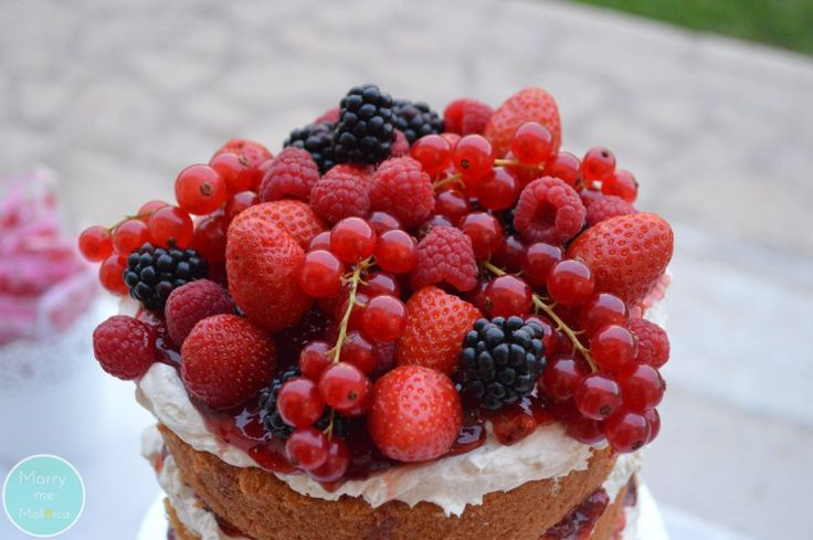 Naked and berries... Yummy!