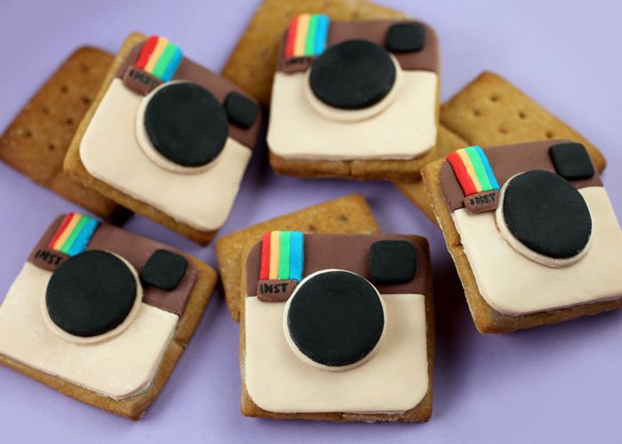 I already thought these were cool because of the homemade Graham crackers but then she started decorating them with little instagram cameras =]