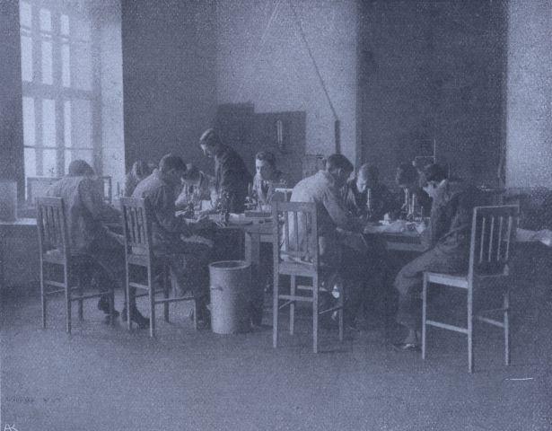 SZIG Délutáni gyakorlat a biológia laboratóriumban (1913/14)